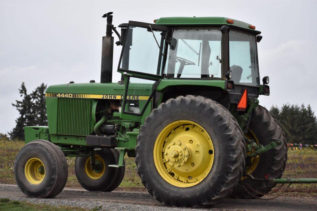 Frenos de tractor: funcionamiento y automatismos