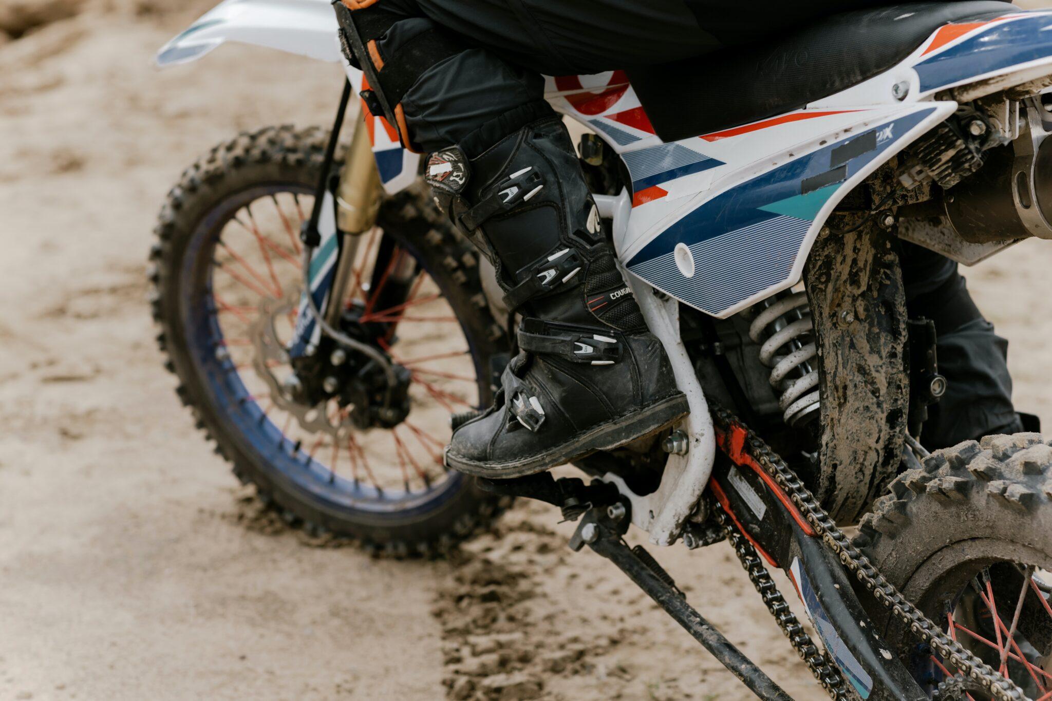 Cómo saber si debes cambiar la cadena de la moto - Frenos Bolca